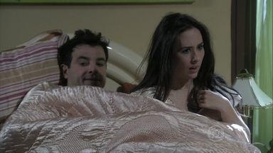 Valdirene esconde Carlito de Ignácio, e Márcia repreende os dois - Ignácio ameaça subir, e a piradinha fica desesperada. A ex-chacrete bota o Palhaço para fora de casa