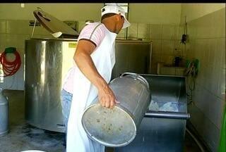 """Produtores de leite de Cardoso Moreira, RJ, começam a colher benefícios do """"Rio Rural"""" - Novas técnicas e maquinários fizeram a produção leiteira da localidade dobrar."""