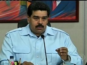 Presidente da Venezuela ganha mais poder para enfrentar o caos econômico - Herdeiro de Hugo Chávez, Nicolás Maduro terá poderes para governar o país por decretos em temas econômicos por um ano. O objetivo, segundo os governistas, é combater a inflação, que chega a 54% ao ano e a escassez de produtos da cesta básica.