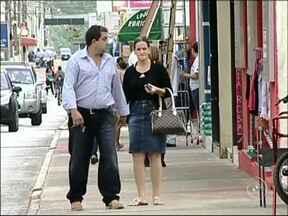 Comerciantes de Capão Bonito abrem as portas neste feriado - Neste feriado do Dia da Consciência Negra os comerciantes de Capão Bonito (SP) vão abrir as portas. O Tribunal de Justiça concedeu uma liminar para os lojistas que anula os efeitos da Lei Municipal.