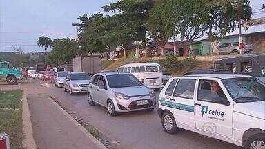 Obras de duplicação da BR-108 complicam trânsito em Carpina e Paudalho - Motoristas chegam a esperar quase uma hora em congestionamento devido a obra.