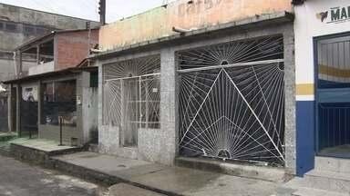 Idosa reclama de barulho em escola ao lado da casa onde mora, em Manaus - Senhora afirmou já ter contatado Semmas e Semed para denunciar poluição sonora.