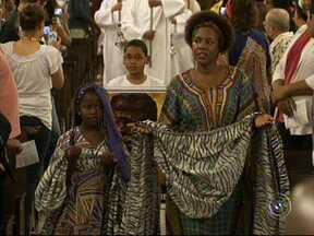 Jundiaí promove a Virada Negra para comemorar o Dia da Consciência Negra - As atividades do Dia Nacional da consciência Negra começaram nesta terça-feira (19) em Jundiaí (SP). Uma missa abriu a Virada Negra e reuniu muita gente em um momento de fé, igualdade e alegria.