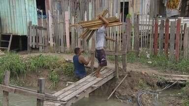 Moradores tentam recuperar o que perderam durante chuvas, em Manaus - Zona Leste da cidade foi a área mais atingida.