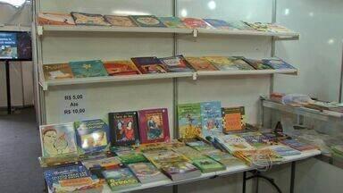 Feira do livro é realizada em shopping de Cuiabá (MT) - Uma feira do livro está sendo realizada no Shopping Pantanal.