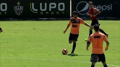 Atlético-MG enfrenta Goiás pelo Brasileirão com Pierre de volta ao time - Mesmo com tratamento avançado, Ronaldinho Gaúcho segue fora da equipe.