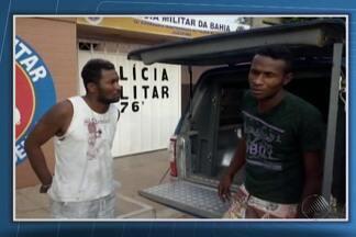 PM da Bahia e Polícia Civil de Petrolina prendem dois homens nesta sexta - Eles são suspeitos de atear fogo em dois veículos do comandante daPolícia Militar de Sento Sé, na Bahia.