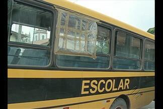 Criança morre após ser arremessada de microônibus escolar no Pará - Criança morre após ser arremessada de microônibus escolar no Acará.