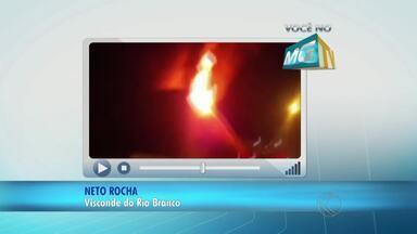 Prejuízo em concessionária de MG após incêndio pode chegar a R$ 2 mi - Prédio de loja em Visconde do Rio Branco ficou totalmente destruído. Proprietário informou aos bombeiros que 180 motos foram destruídas.