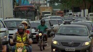 Obra emergencial causa congestionamento em Cuiabá - Uma obra emergencial causou congestionamento em vários trechos de Cuiabá.