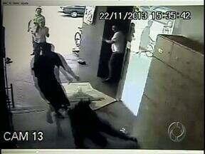 Funcionária de supermercado é morta pelo ex-namorado no trabalho - O crime foi durante a tarde desta sexta-feira(22), em Cambé.