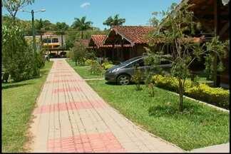 Hotéis e pousadas em Guararema já estão quase sem vagas - As pessoas que desejam passar o fim de ano em Guararema terão que ficar em uma fila de espera. Os hotéis e pousadas estão praticamente sem vagas.