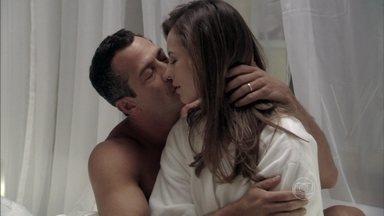 Paloma e Bruno vão ao motel - Os dois aproveitam o momento juntos
