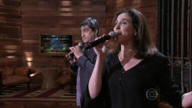 Marisa Orth canta com Zeca Camargo no palco do programa - Atriz e apresentador interpretam The Best