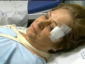 Vítimas de atropelamento não devem ser removidas até a chegada do socorro - Mirtes Podesta, de 64 anos, ia para o trabalho sem pressa quando foi atropelada por um táxi no centro de Maringá (PR). Ela foi lançada por mais de 10 metros de distância. De acordo com o Corpo de Bombeiros, a ambulância chegou em quatro minutos.