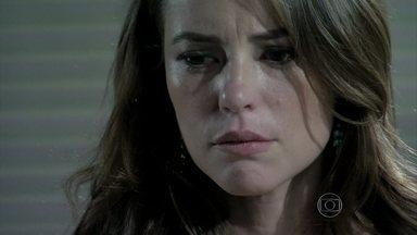 César não acredita no que Paloma conta sobre Aline - O médico entende que Paloma nunca havia gostado de Aline e não admite que ela fale mal de sua mulher. Pai e filha rompem relações