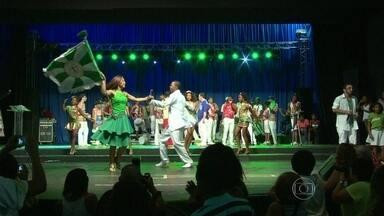 CD com sambas enredo das escolas mirins é lançado na Cidade do Samba - A festa teve tudo o que uma escola de samba tem direito. O futuro do maior espetáculo da terra re reuniu para o lançamento do CD das escolas mirins do Rio aconteceu nesta quarta-feira (4).