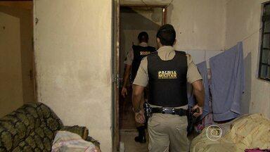 Operação Impacto apreede adolescente suspeito de tráfico de drogas em BH - Ele já cumpria pena socioeducativa, mas havia fugido. Foram cumpridos seis mandados de busca e apreensão.