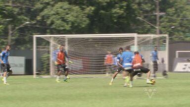 Time do Santos enfrenta última semana de treinos - Time santista se prepara para o último jogo do Campeonato Brasileiro.