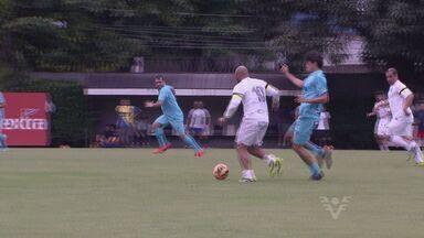 Jornalistas e comissão técnica do Santos participam de jogo de confraternização - O repórter Renato Cury participou da partida, que teve o resultado de 4 a 4.