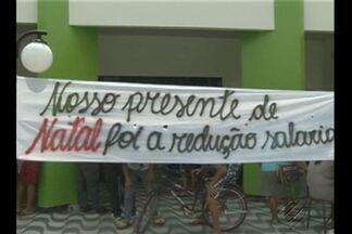 Professores entram em greve e ocupam prefeitura municipal no PA - Cerca de 200 professores ocuparam a prefeitura de Breu Branco.