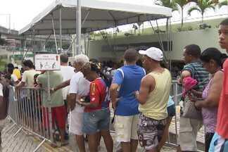 Restam apenas dois mil ingressos para Bahia e Fluminense - Torcedores se preparam para a última partida do Bahia em 2013.