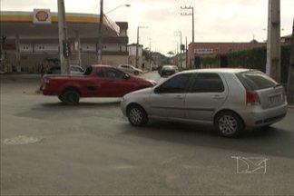 Precariedade na sinalização é um dos grandes problemas do caos no trânsito de São Luís - Veja a desorganização em um dos locais visitados.