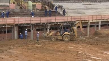 Governador do AM visita obras da Colina e fala sobre inauguração - Estádio terá clássico entre São Raimundo e Sul América, na entrega, prevista para fevereiro.
