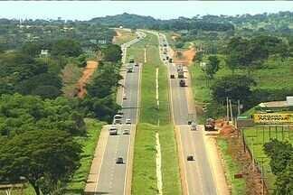 Goiás terá mais quatro praças de pedágio em rodovias até 2015 - Os goianos vão ter novas praças de pedágio a partir de outubro 2015. O motorista poderá gastar até R$ 12,40 para percorrer quatrocentos quilômetros de rodovias.