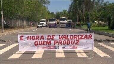 Manifestação de metalúrgicos deixa trânsito lento na Grande Vitória, no ES - Foram seis seis horas de protesto.