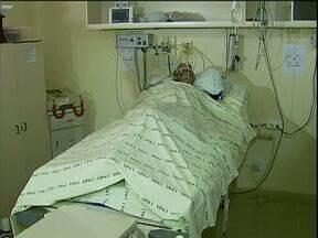 Paciente em estado grave aguardava vaga em UTI há 15 dias. - A situação foi flagrada pela CPI da saúde de Cascavel.