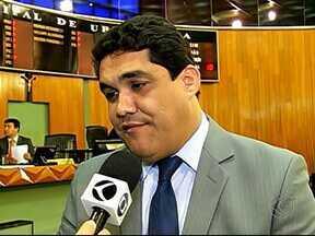 Casamento comunitário em Uberlândia é investigado pelo MPE - Promotoria apura possível promoção pessoal do presidente da Câmara. Márcio Nobre nega acusação e diz que ainda não foi notificado.