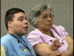 Audiência em Rio Grande, RS, cobra cumprimento de lei para tratamento de autistas - Familiares de quem sofre com a doença participaram do debate.