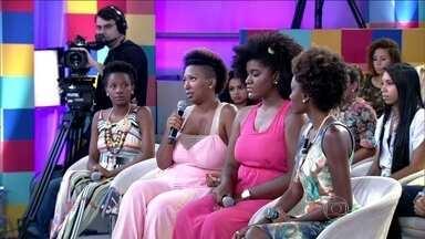 'Alisamento não é opção', diz convidada, sobre cabelo 'black power' - Ela conta que muitas mulheres optam pelo procedimento por causa da padronização