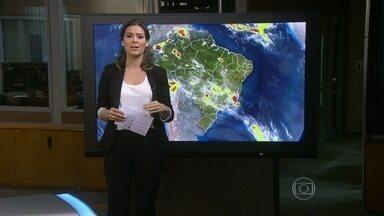 Chuva continua até sexta-feira (13) no RJ - Chove bastante em praticamente toda a região sudeste. Nesta terça (10), em Juiz de Fora, Zona da Mata mineira, os ventos chegaram a 90 km/h. Deve cair chover bastante no RJ, no ES, leste e norte de SP, centro-sul de MG e Triângulo Mineiro.