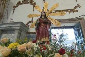 Dia de Santa Luzia é comemorado na capital baiana - Santa católica é considerada a protetora dos olhos. Devotos lotam a igreja do Pilar, no bairro do Comércio.