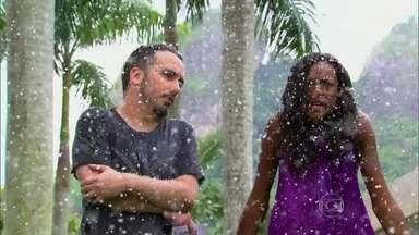 Didi Effe e Pathy Dejesus enfrentam problemas climáticos no Projac - Dupla se prepara para gravar novas matérias no Vídeo Show