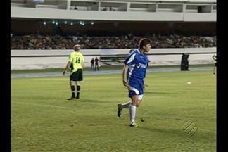 Com direito e bonito gol e show de Tiririca, Jogo Solidário agita Belém - Prefeito de Belém, Zenaldo Coutinho, e deputados participaram da festa no Mangueirão.