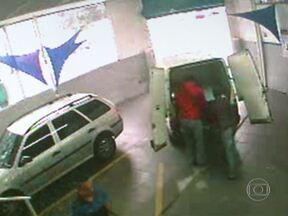 Polícia prende quadrilha conhecida pela rapidez com que fazia os roubos - Bando se especializou em ações rápidas, de poucos minutos. Os ladrões atacavam lojas e caminhões. A polícia tenta identificar outros integrantes da quadrilha.