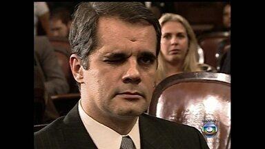 OAB concede carteira de advogado a Álvaro Lins, ex-deputado condenado por corrupção. - Álvaro Lins ganhou a carteira de advogado depois de uma votação no Conselho da OAB. Ele já havia sido condenado a 28 anos de prisão por formação de quadrilha, lavagem de dinheiro e corrupção