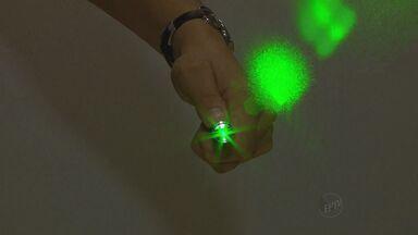 Canetas com laser atrapalham pousos e decolagens no Aeroporto de Ribeirão Preto - Brincadeira de criança pode ter consequências graves.