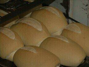 Queda na produção de trigo em 2013 eleva os preços para o consumidor - Quem não dispensa o pão no café já sentiu a diferença no bolso.