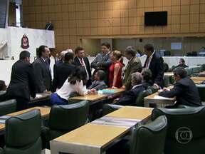 Assembleia Legislativa aprova o orçamento do Estado de SP para 2014 - O orçamento está previsto em R$189 bilhões, como o governo propôs. Três bancadas de oposição votaram contra. Mas outras 14 bancadas votaram a favor.