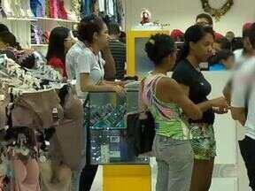 Teresinenses lotam lojas para comprar os presentes de Natal na última hora - Teresinenses lotam lojas para comprar os presentes de Natal na última hora