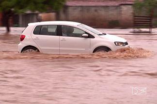 Chuva que atingiu Santa Inês nessa segunda-feira (23), causou alagamentos - A chuva que atingiu Santa Inês nessa segunda-feira (23), causou alagamentos e transtornos em vários pontos da cidade.