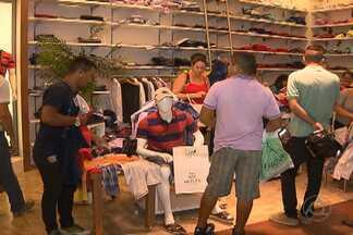 Muitos pessoenses deixaram as compras para as últimas horas - Consumidores têm que enfrentar filas e correria.