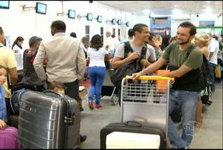Aeroporto de Santarém recebe grande número de pessoas às vésperas do Natal - Pessoas viajam de férias ou para se reunir com a família.