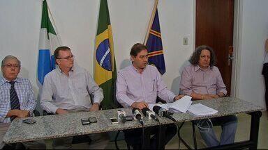 Alcides Bernal entrega a defesa para a Comissão Processante da Câmara de Vereadores - A comissão investiga os contratos emergenciais firmados pela atual administração da prefeitura de Campo Grande