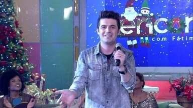 Gabriel Valim canta 'Velhinho' - O cantor apresentou mais uma música natalina