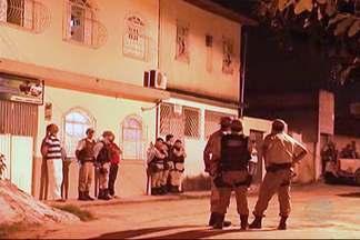 Homem agride a mulher e faz filha de dois meses de refém em Teixeira de Freitas - Depois de oito horas de negociação com a polícia, o suspeito entregou o bebê e acabou preso.